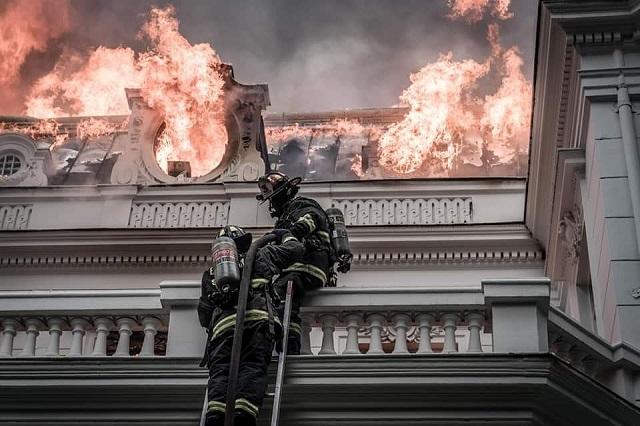 los peligros de los bomberos